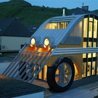 Une maison en forme de voiture