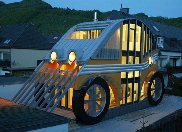 Maison du monde en forme de voiture