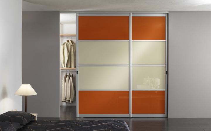 osez la couleur avec les portes de placard de votre dressing tendances dressings et placard. Black Bedroom Furniture Sets. Home Design Ideas